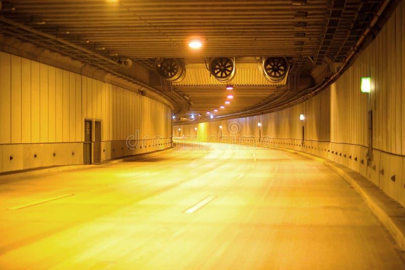 Via expressa em um túnel imagem de stock