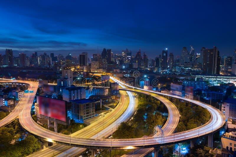 Via expressa na noite, Tailândia de Banguecoque fotografia de stock