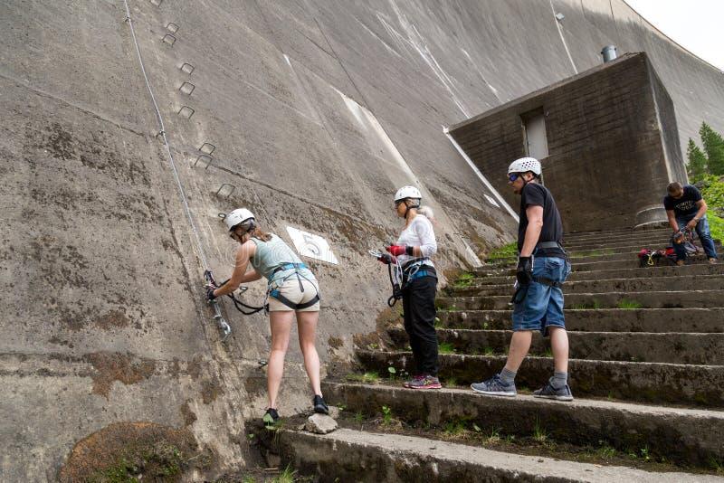 Via Ferrata op Schlegeis-Dam in Oostenrijk stock foto