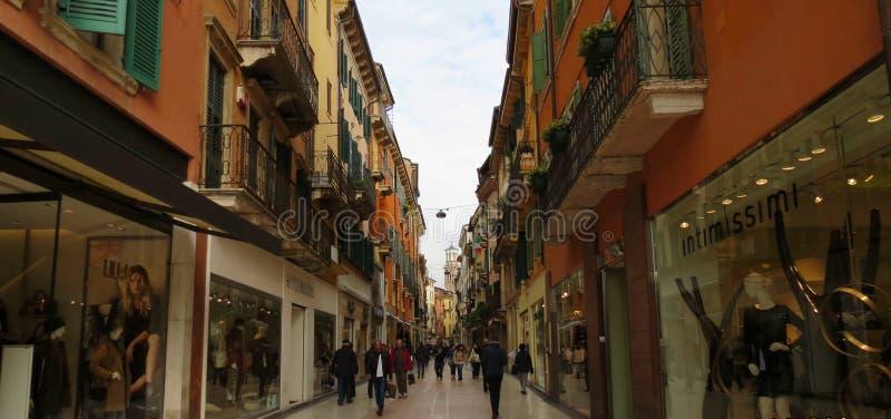 Via Giuseppe Mazzini De stad van Verona Italië royalty-vrije stock afbeeldingen