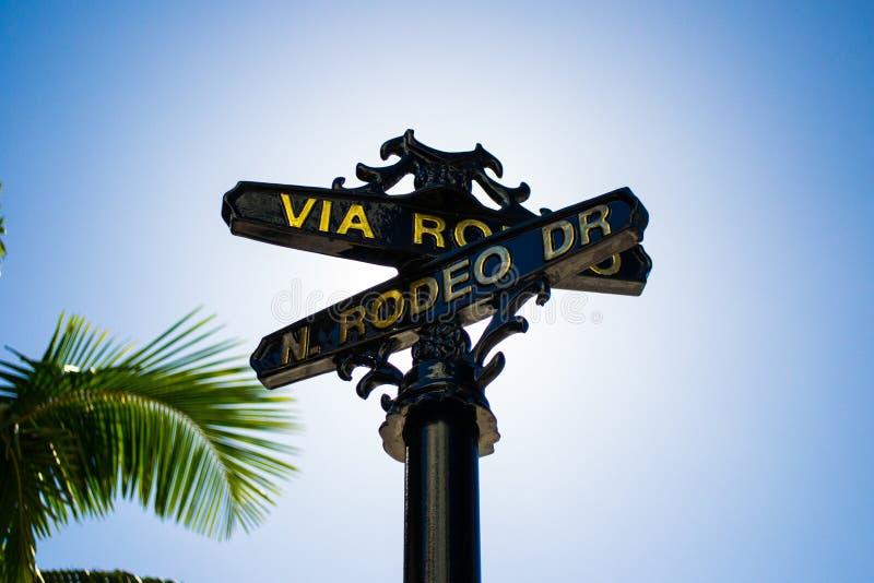 Via il segno di Rodeo Drive fotografie stock