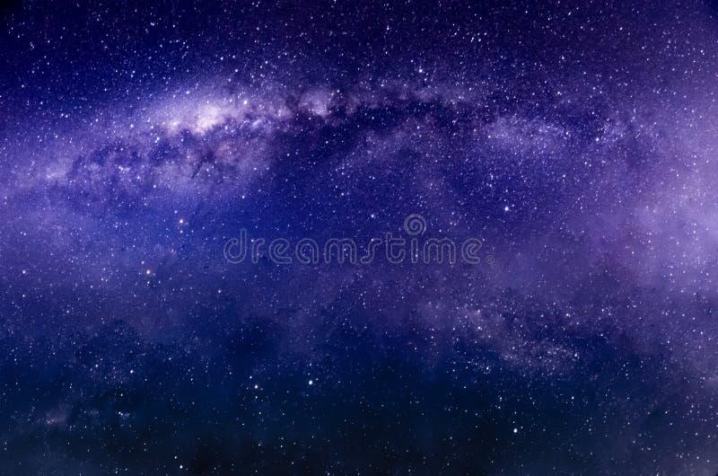 Via Látea e estrelas brilhantes sobre vulcões de Bromo da montagem imagens de stock