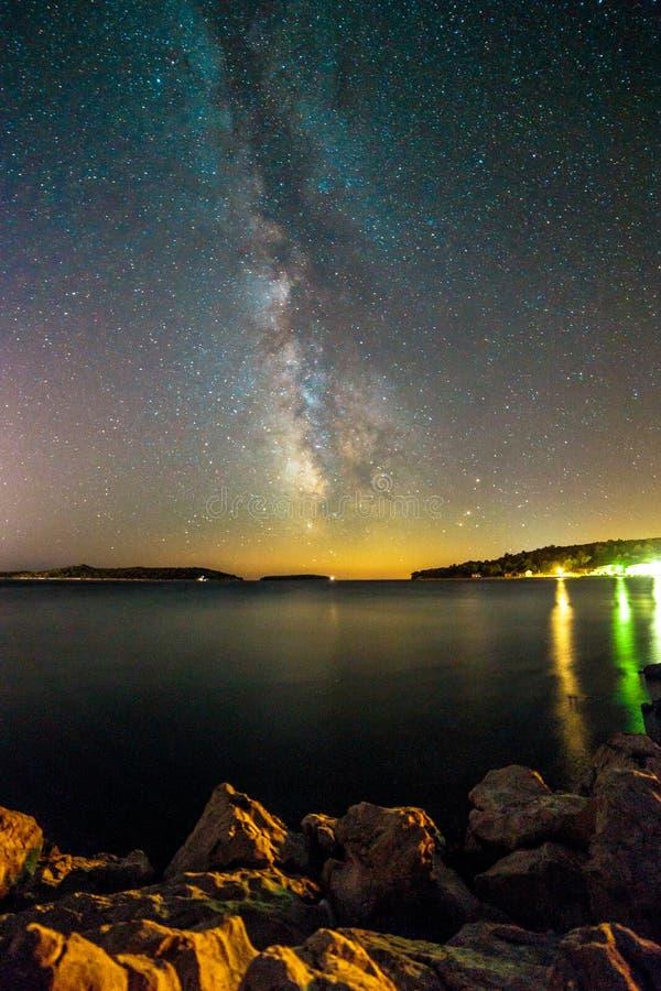 Via Látea no céu da Croácia fotos de stock