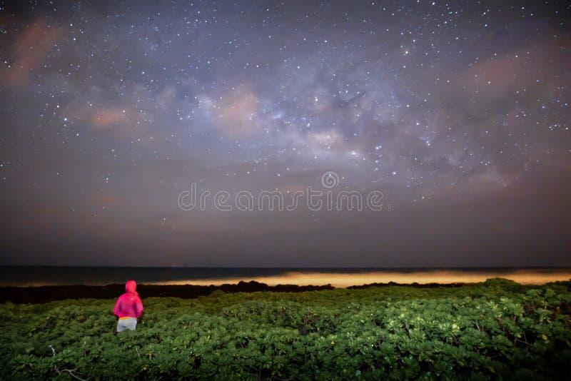 Via Lattea dello spazio cosmico e colpo dell'universo dalle isole hawaiane fotografia stock