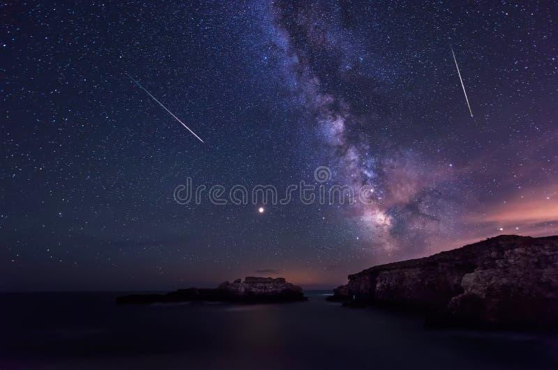 Via Lattea e il Perseids fotografia stock libera da diritti