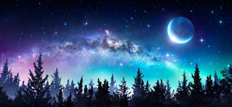 Via Lattea e luna immagini stock