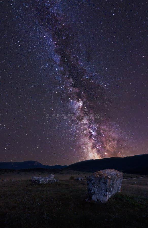 Via Lattea e thombstone fotografie stock libere da diritti