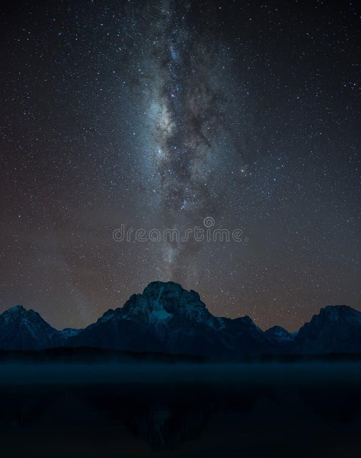 Via Lattea sopra il monte Rainier moran fotografie stock