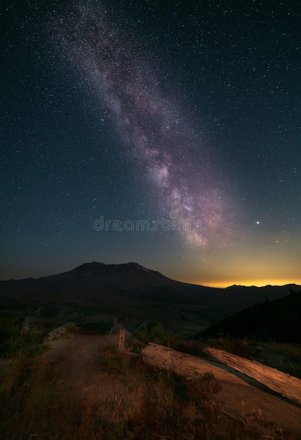 Via Lattea sopra il Monte Sant'Elena fotografia stock