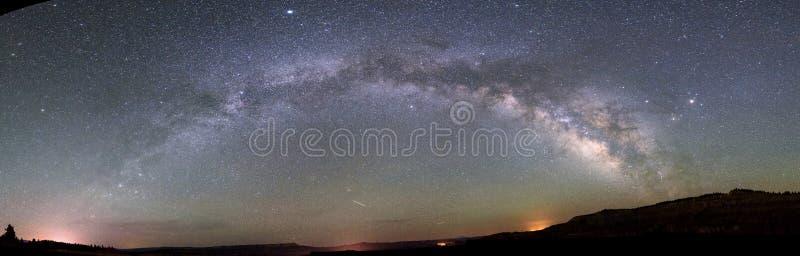 Via Lattea sopra il parco nazionale del canyon del bryce immagini stock