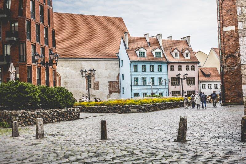 Via medievale nella vecchia città di Riga, Lettonia fotografie stock libere da diritti