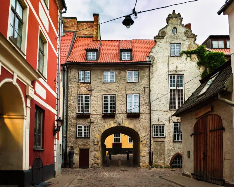 Via medievale a Riga, Lettonia immagine stock libera da diritti