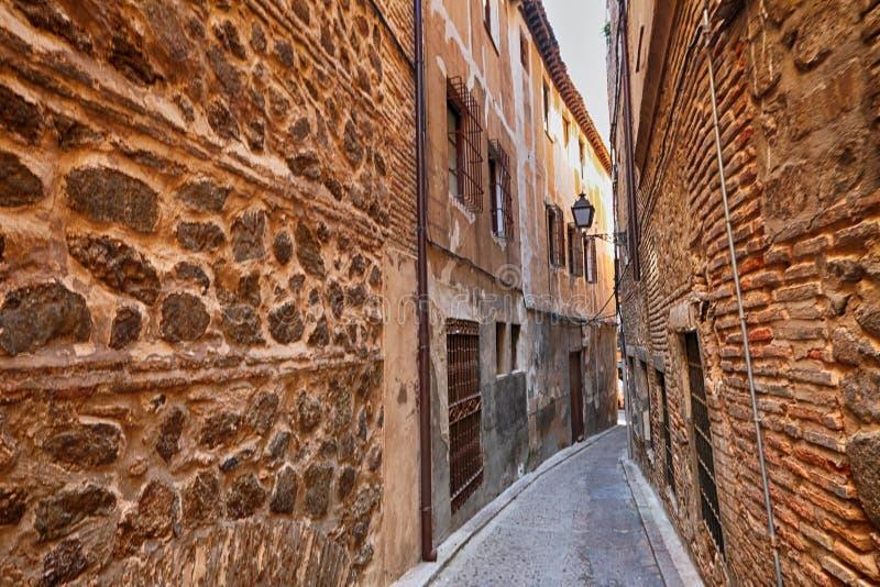 Via medievale stretta a Toledo, Spagna fotografia stock libera da diritti