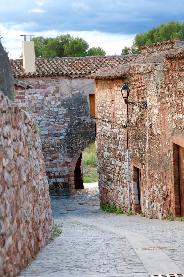 Via medioevale, Collbato, Spagna fotografia stock