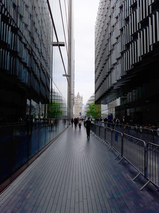 Via moderna del pedone della città di Londra fotografia stock libera da diritti