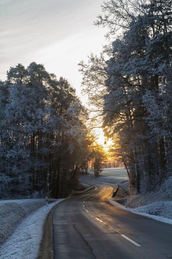 Via nell'inverno immagine stock
