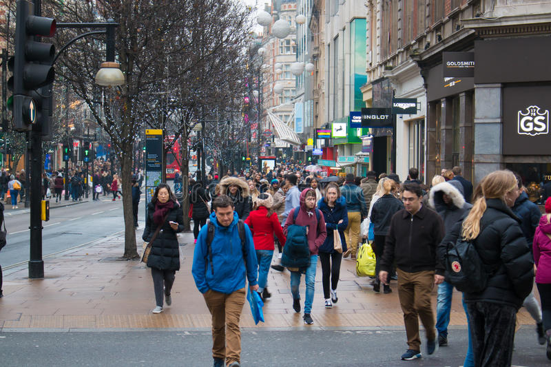 Via occupata di Oxford a Londra al periodo di Natale immagini stock libere da diritti