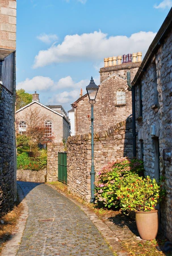 Via pavimentata stretto Kendal, Cumbria fotografia stock libera da diritti