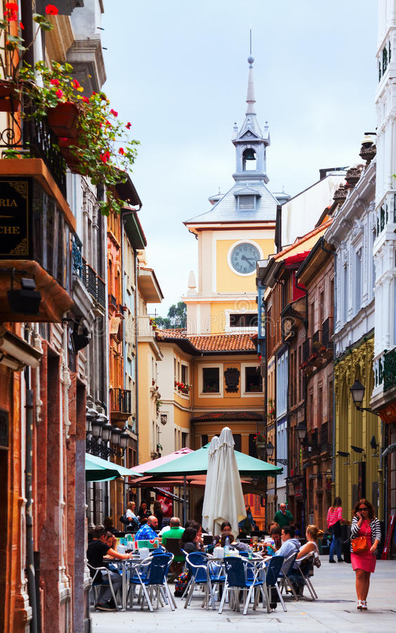 Via pedonale alla vecchia parte di Oviedo fotografia stock