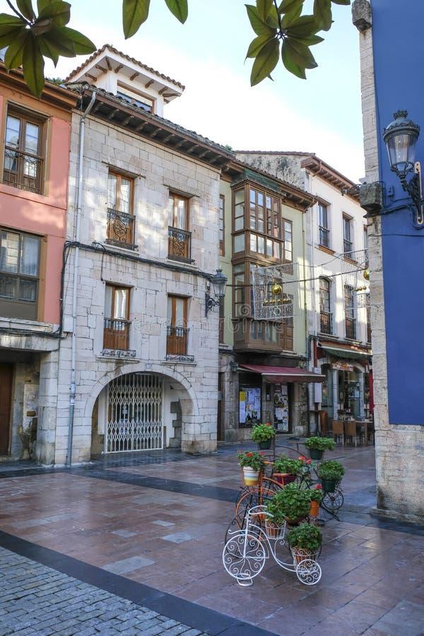 Via piacevole in Ribadesella, Asturie, Spagna immagini stock