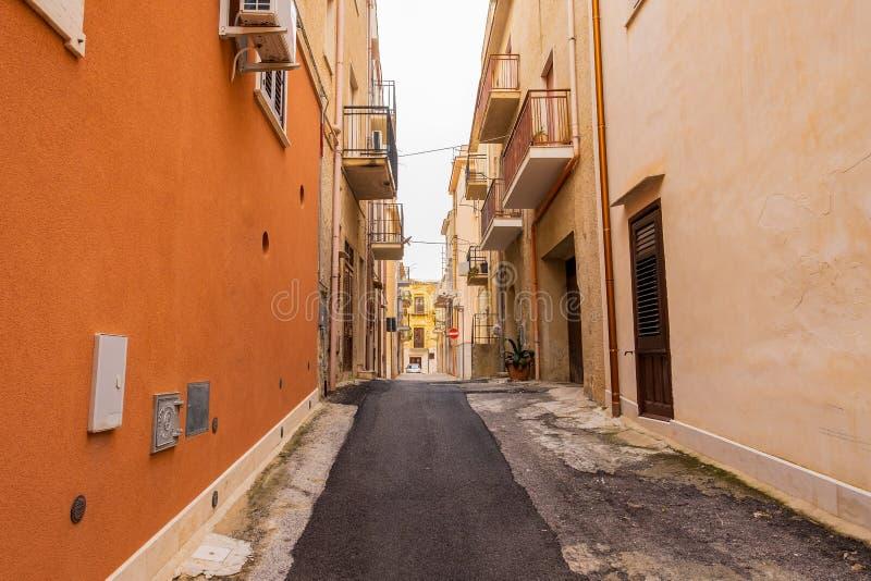 Via pittoresca in Ortigia, vecchia città di Siracusa, Sicilia immagine stock
