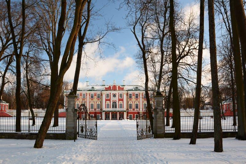 A via principal do palácio de Kadriorg Tallinn Estónia fotografia de stock