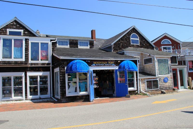 Via principale che passa centro della città della spiaggia, Perkins Cove, Maine, 2016 fotografie stock libere da diritti