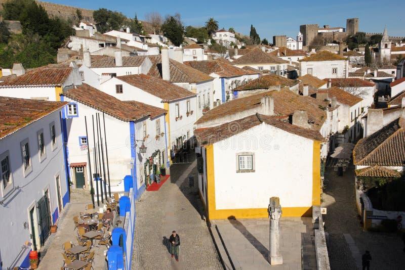 Via principale e quadrato. Obidos. Il Portogallo fotografie stock
