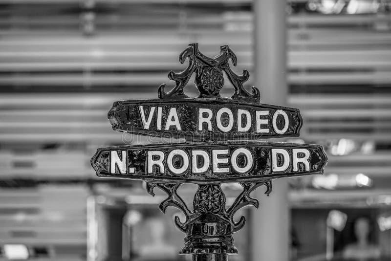 Via rodeogatatecken p? Rodeo Drive i Beverly Hills - KALIFORNIEN USA - MARS 18, 2019 royaltyfri foto