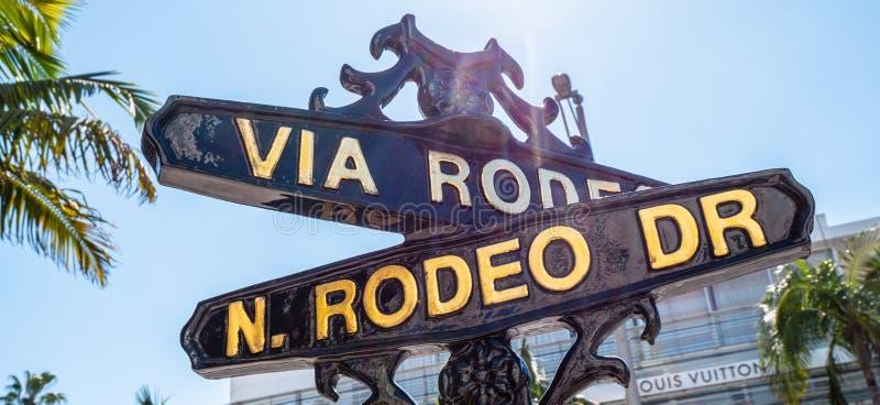 Via rodeogatatecken p? Rodeo Drive i Beverly Hills - KALIFORNIEN USA - MARS 18, 2019 royaltyfri bild