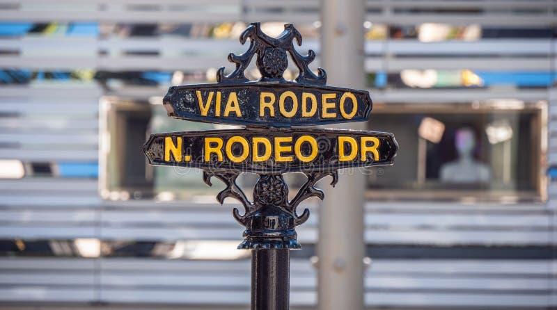 Via rodeogatatecken p? Rodeo Drive i Beverly Hills - KALIFORNIEN USA - MARS 18, 2019 arkivfoton