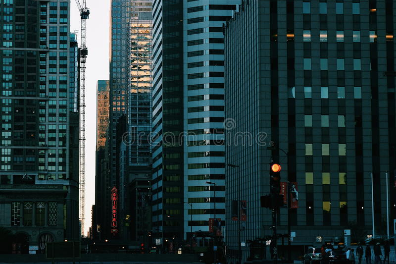 Via scura della città immagini stock