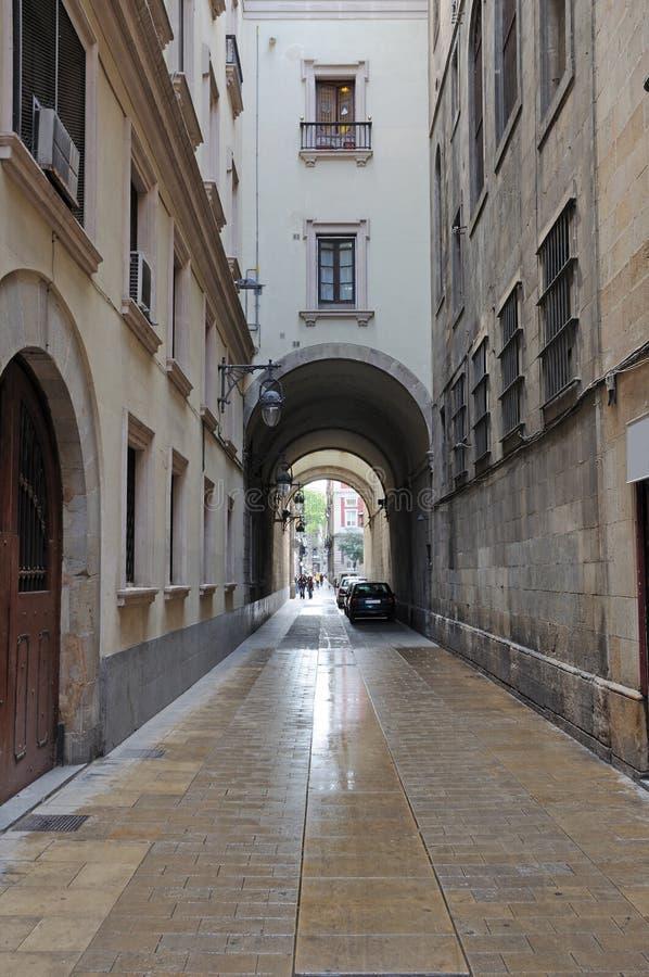 Via stretta a Barcellona fotografia stock libera da diritti