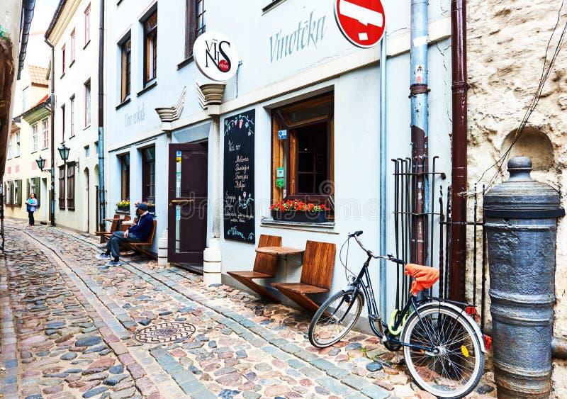 Via stretta di vecchia Riga fotografia stock
