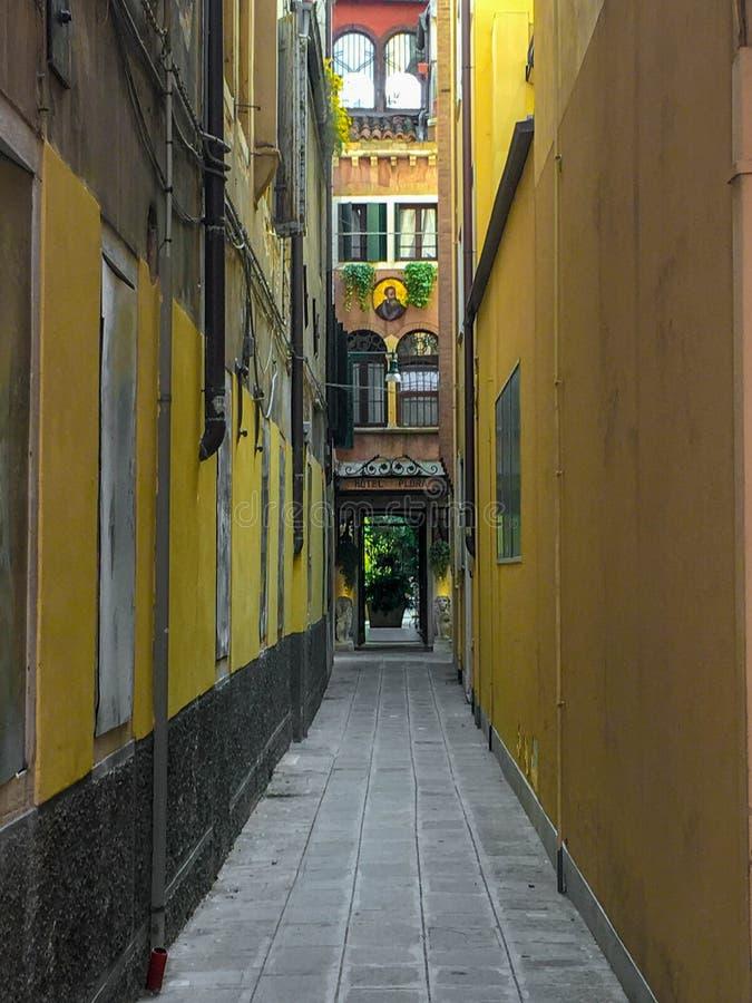 Via stretta a Oporto Lisbona immagine stock libera da diritti