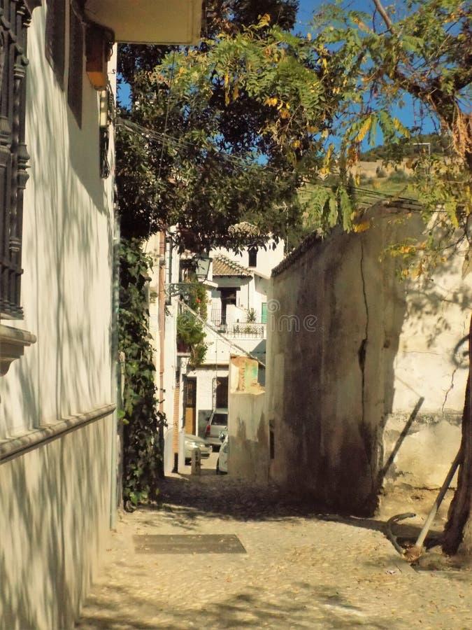 Via tipica di Albayzin- Granada-Spagna immagini stock libere da diritti