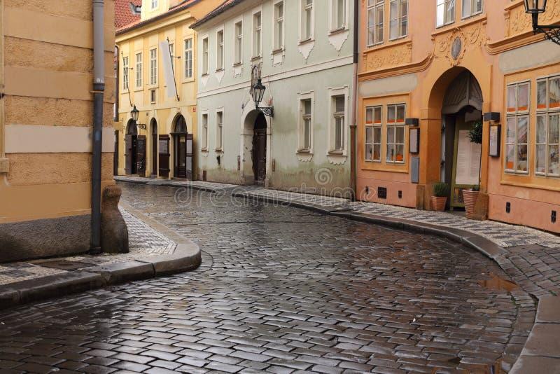 Via tipica a Praga fotografia stock