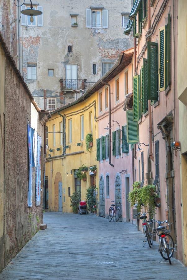 Via toscana tipica, Lucca immagini stock