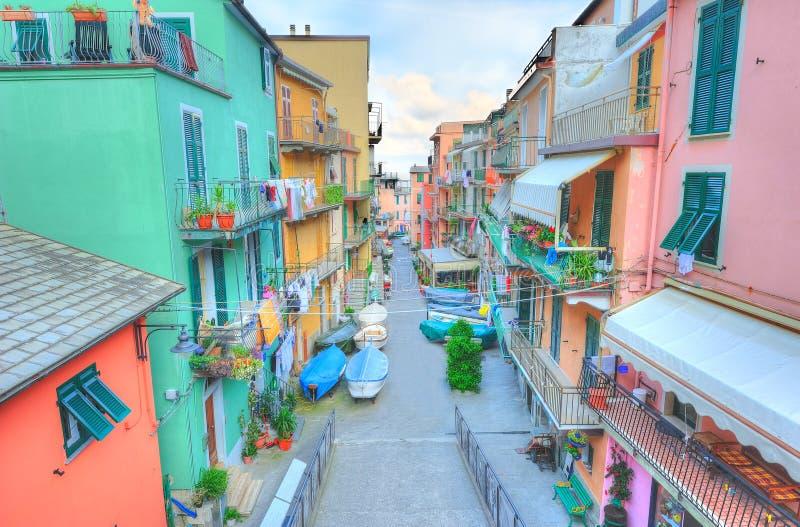 Via in un villaggio italiano tradizionale Manarola immagine stock libera da diritti