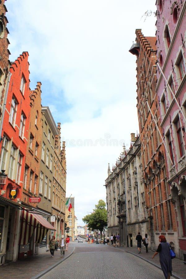 Via variopinta Belgio della città di Bruges fotografie stock