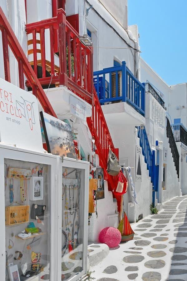 Via variopinta stretta nella vecchia parte di Chora dell'isola Grecia di Mykonos fotografia stock