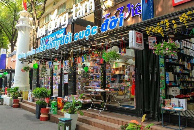 Via vietnamita del libro, dove tutti gli editori, redattori e negozi aprono i venditori nella via popolare al distretto 1 del dis immagine stock libera da diritti