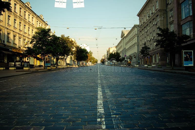 Via vuota di mattina in città Kiev fotografia stock libera da diritti