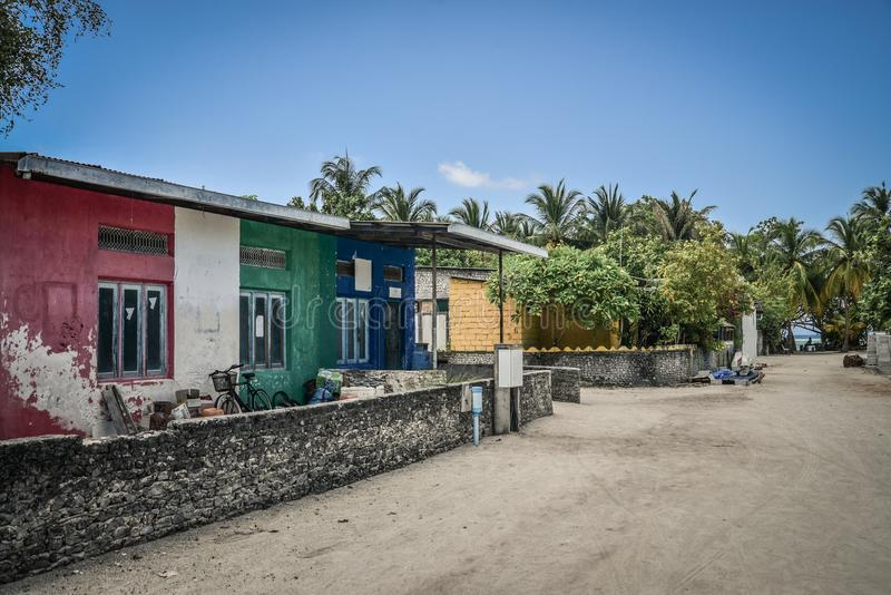 Via vuota in villaggio delle Maldive tradizionale fotografie stock libere da diritti