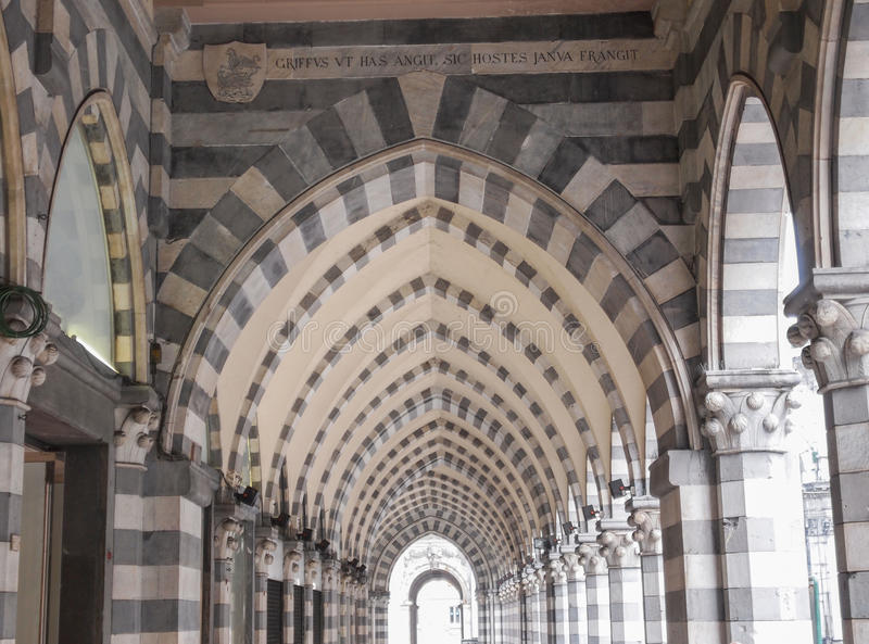 Download Via XX Settembre-colonnade In Genua Stock Foto - Afbeelding bestaande uit genua, italiaans: 39115430