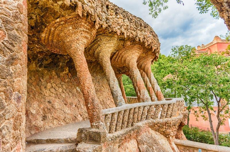 Viadotto Colonnaded della carreggiata in parco Guell, Barcellona, Catalogna, immagini stock libere da diritti