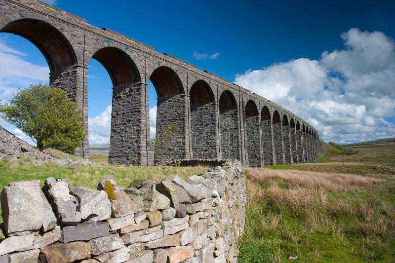 Viadotto di Ribblehead nel parco nazionale delle vallate di Yorkshire fotografia stock libera da diritti