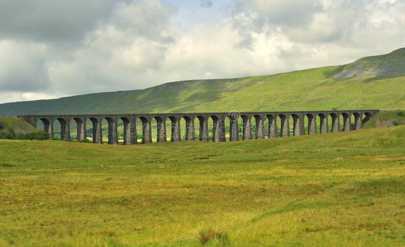 Viadotto di Ribblehead, sembrante Yorkshire del sud e del nord fotografie stock libere da diritti