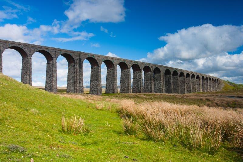 Viadotto famoso di Ribblehead nel parco nazionale delle vallate di Yorkshire fotografie stock