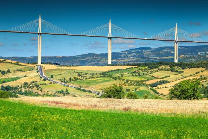 Viaduc étonnant région de Millau, l'Aveyron, France, l'Europe images stock